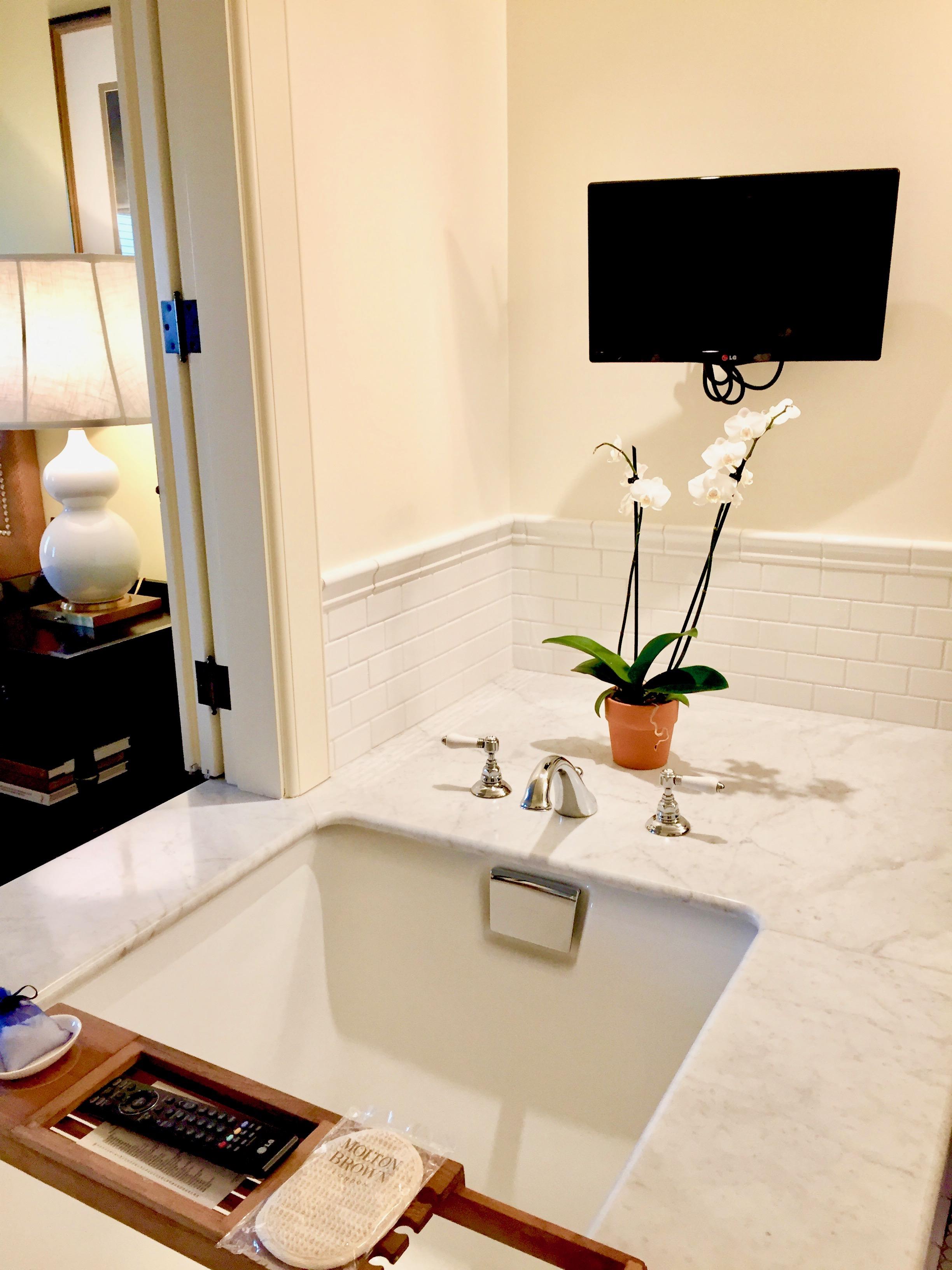 bathtub tray tv over bathtub