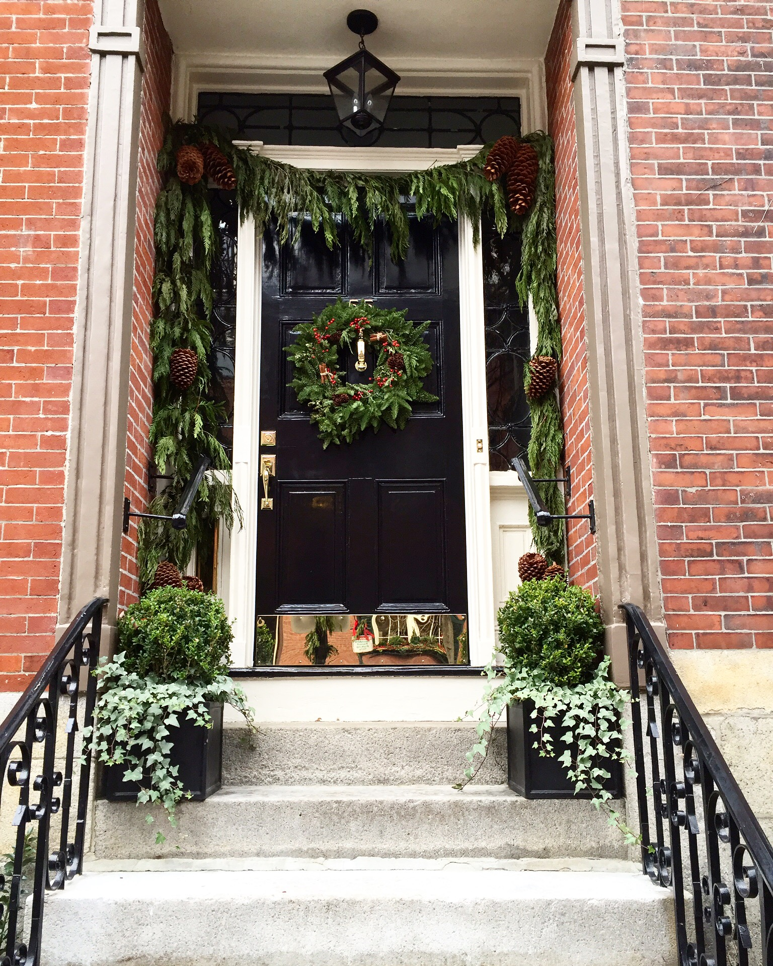 Christmas door on Beacon Hill.jpg