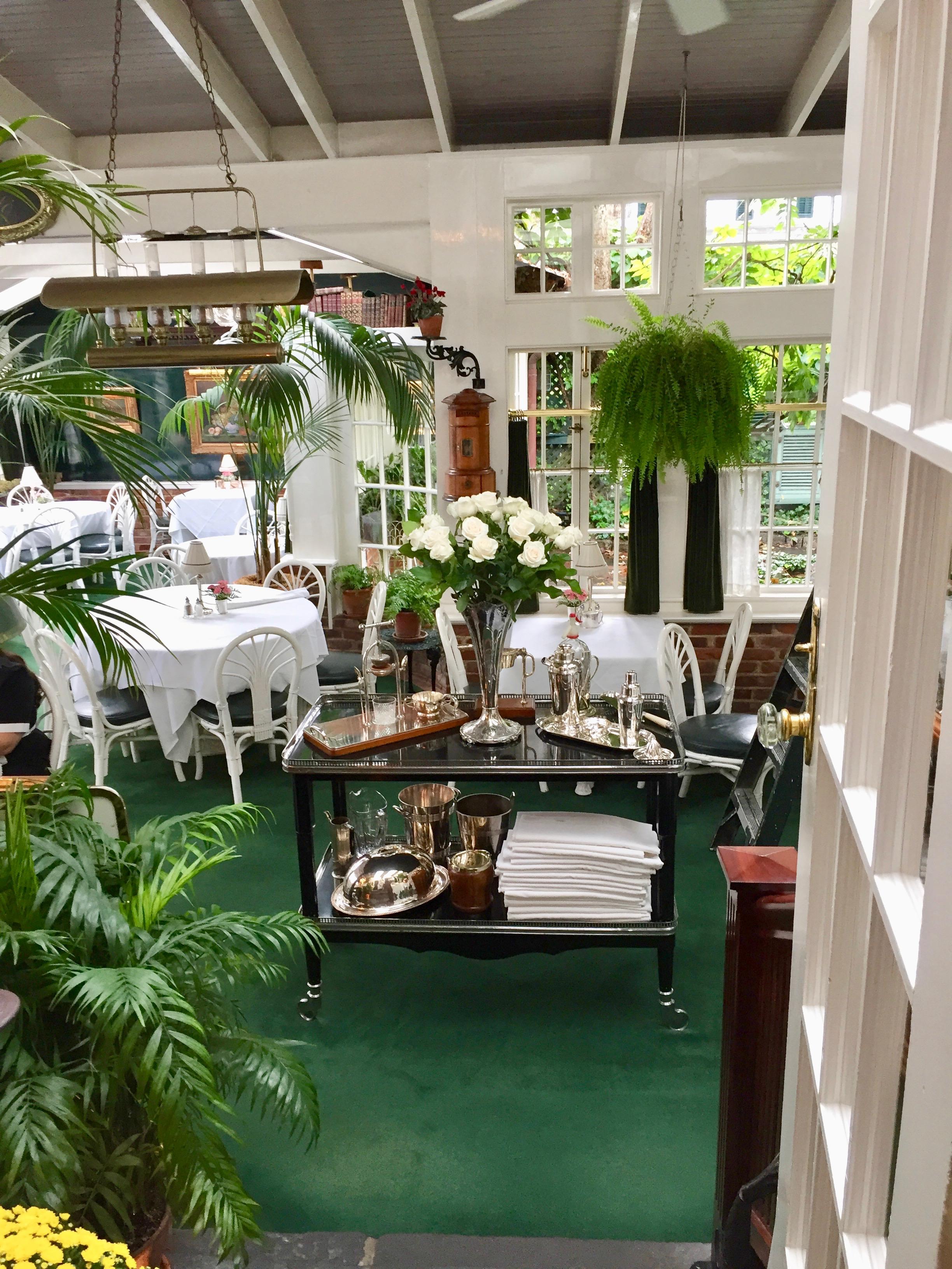 Charlotte Inn Dining space