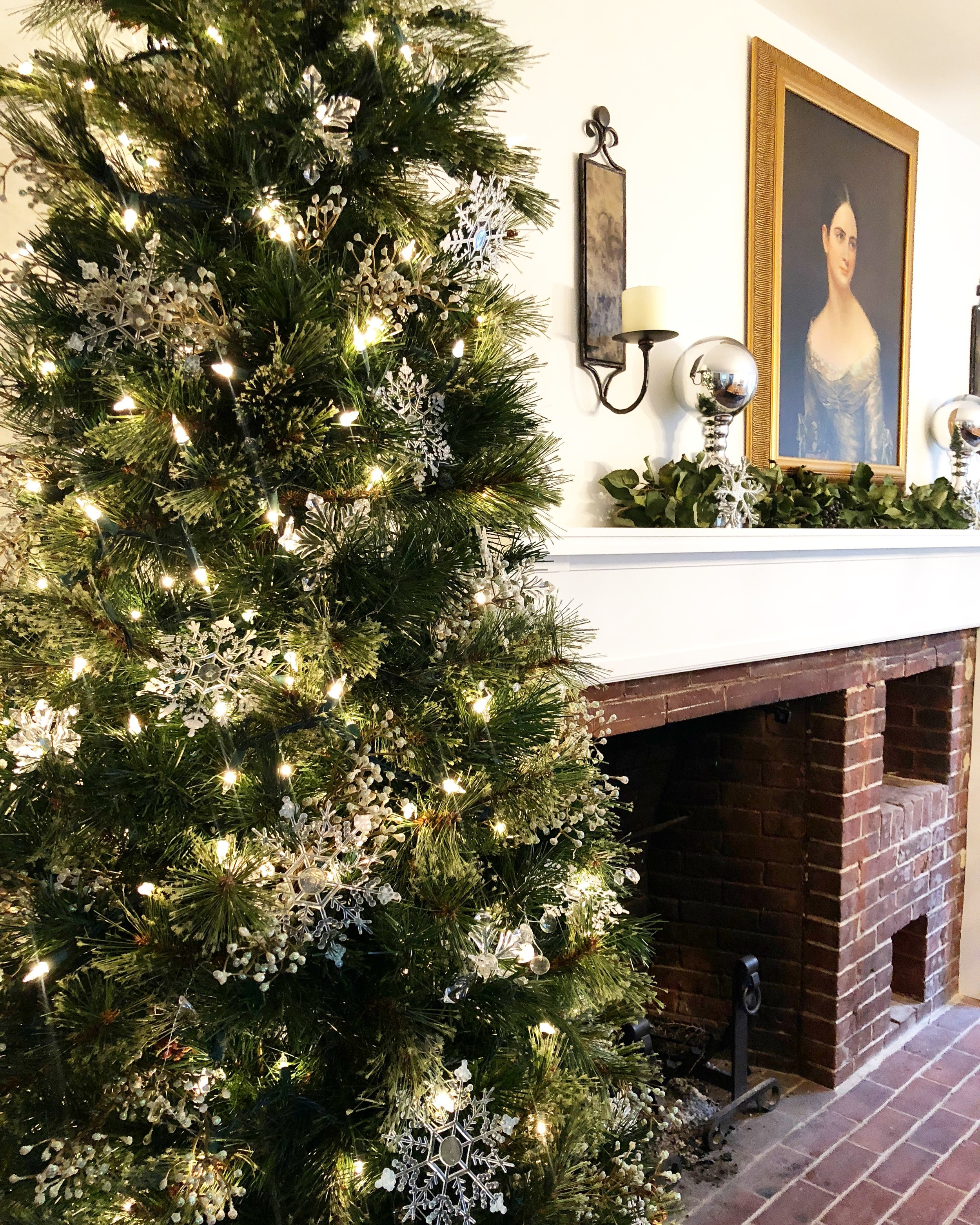 Colonial home decorated for Christmas