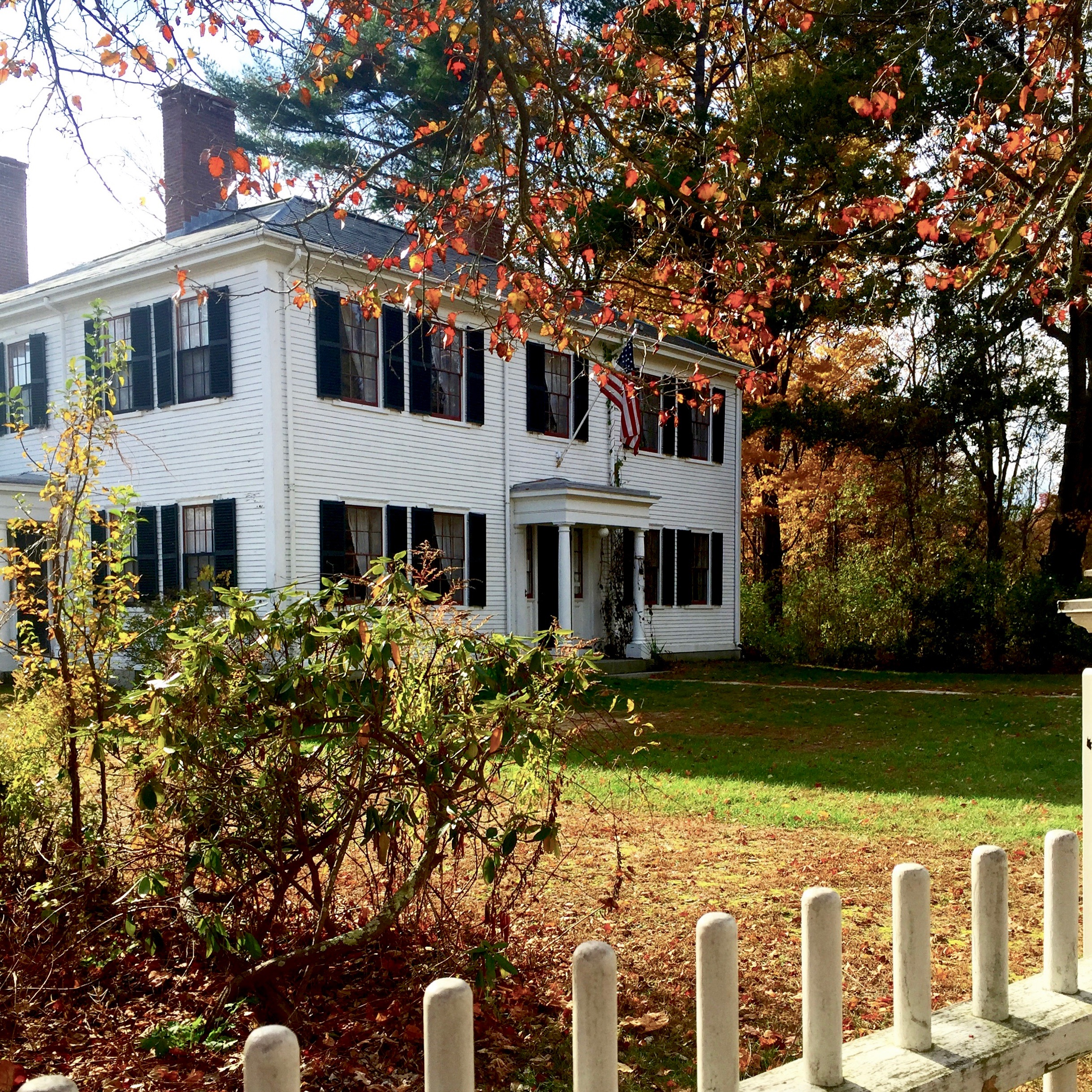 ralph waldo emerson home white antique with black shutters concord ma new england.jpg