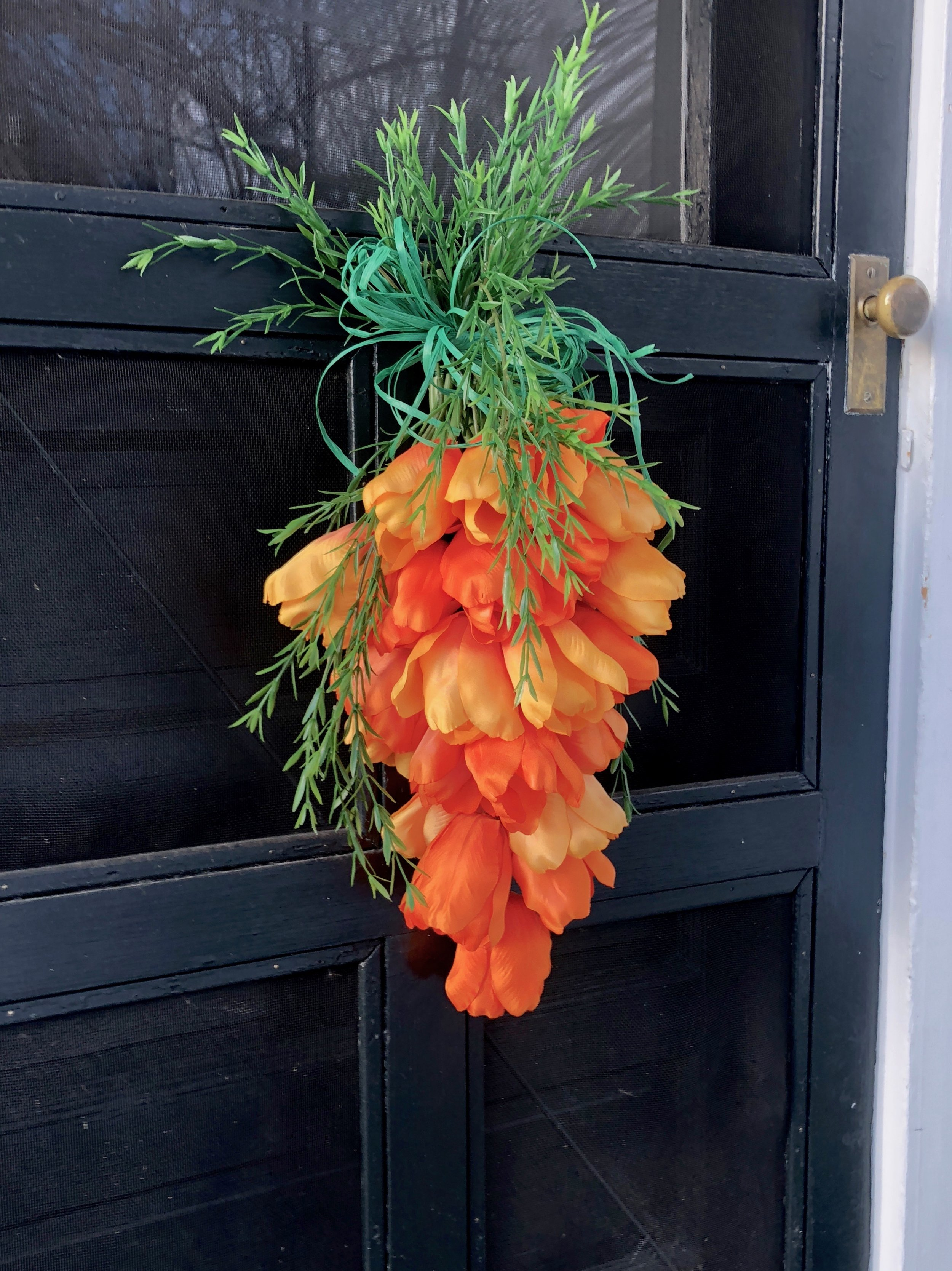 How to make a carrot out of orange tulips for spring Easter decoration
