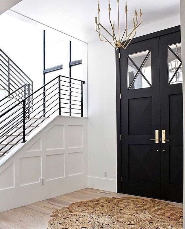 Black doors and minimal styling 😍