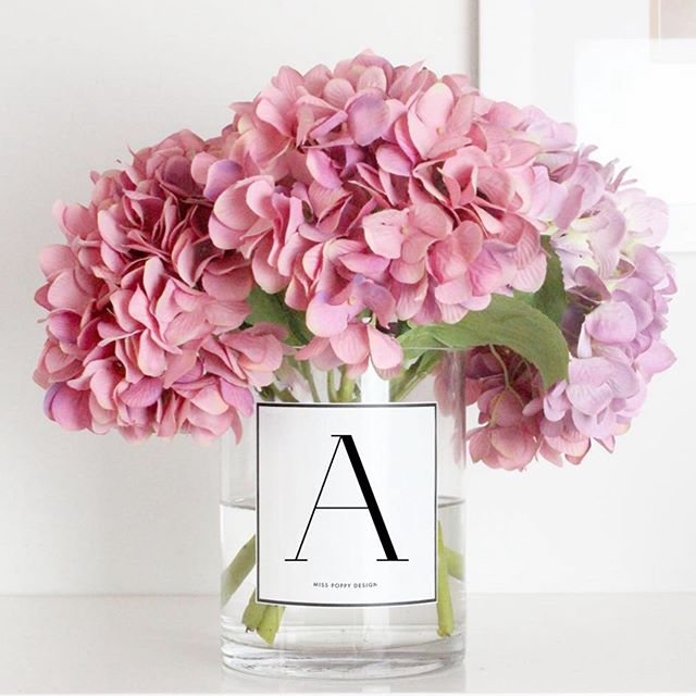 How fun is our vase! Personalise with initials, name (or anything you like!) available in black and white ♥️
