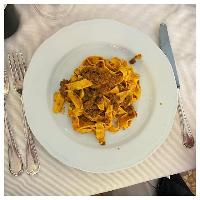 Tagliatelle al ragù, the real pasta bolognese👌 . . . . . #bologna #pasta #tagliatellealragù #bolognese #italianfood #italy #foodporn #travel #food #drogheriadellarosa #bologne #pastalover