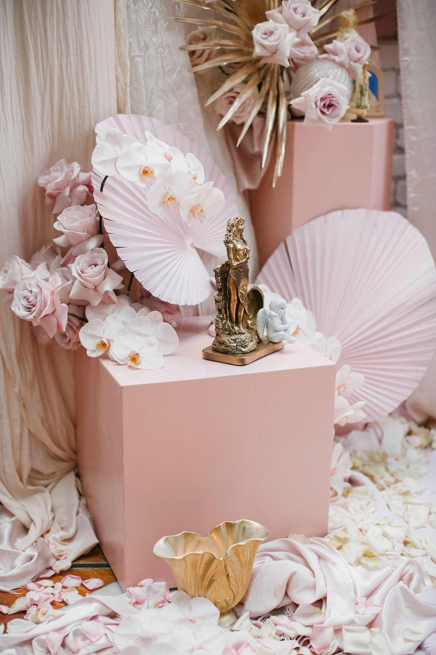 Lara + Cass Bohemian Blooms closeup pink box juliet's bedroom