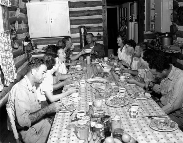 Dining at the Shangri La Lodge - Steinhatchee, 1955. (Flickr - The Commons)