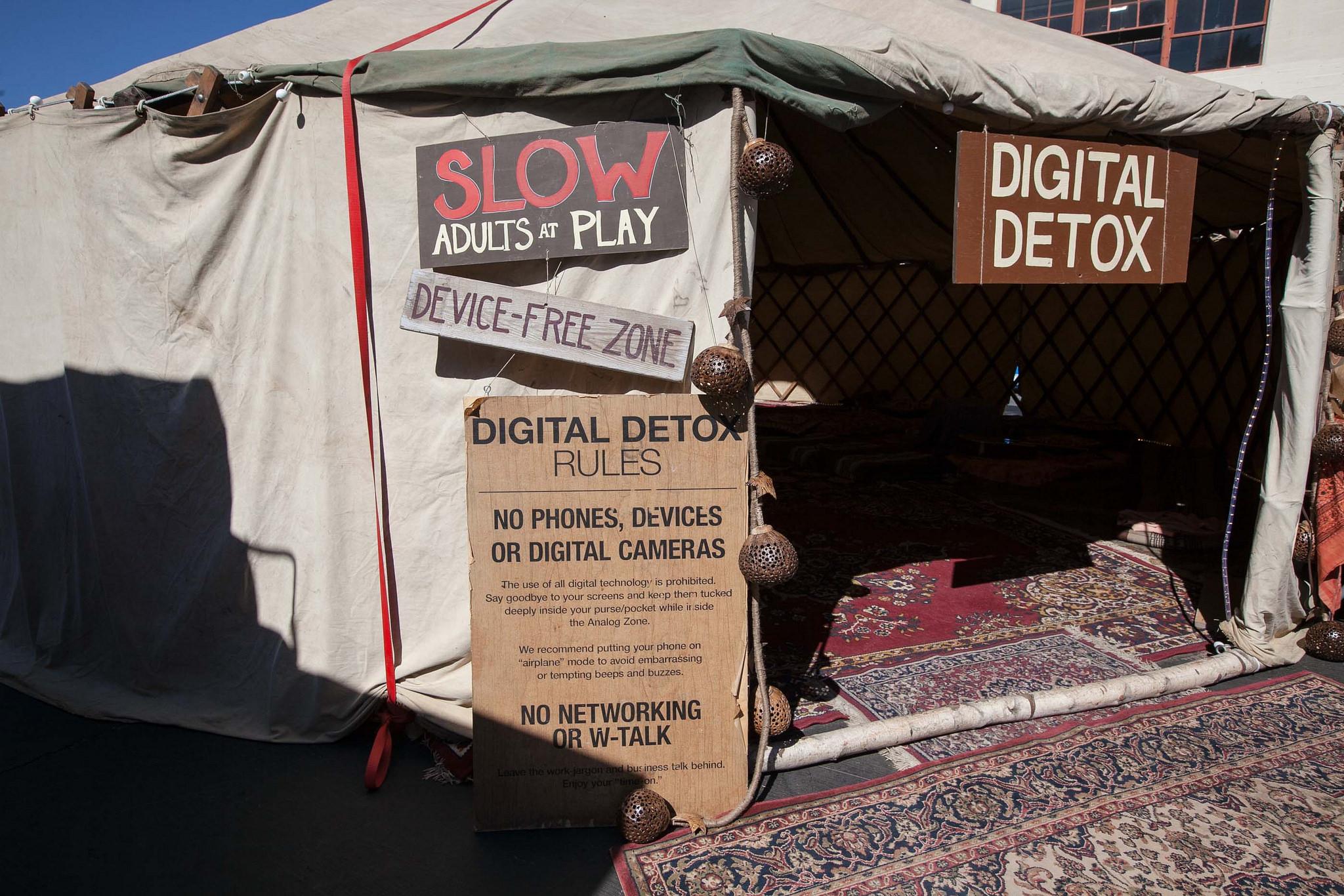 «Digital Detox»  by JD Lasica (Flickr)