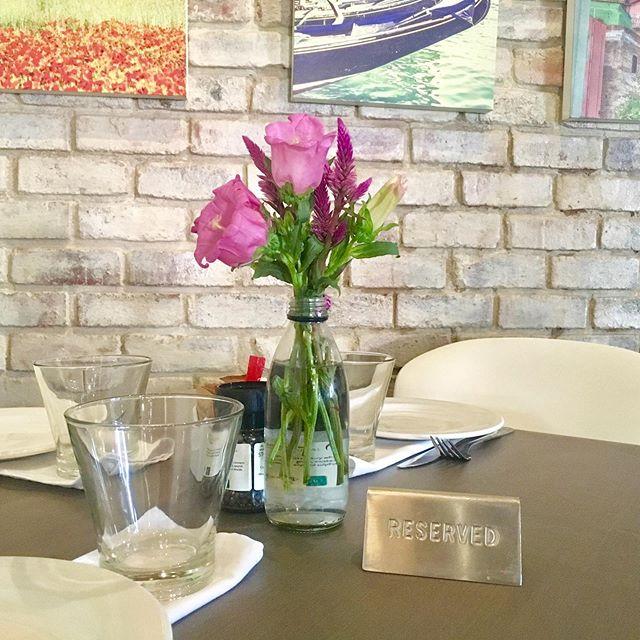 Happy Friday from the team at Pronto 😊  #prontoitalianrestaurant #foodwinelove #food #wine #love #thingstodoinjoburg #friday #happyfriday #winterflowers