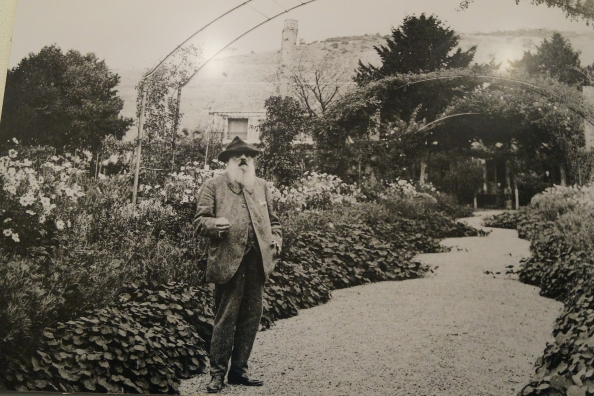 29-Monet in his garden_Fotor.jpg