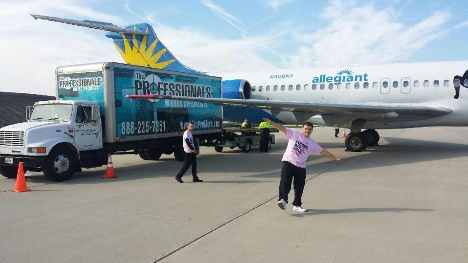 Miguel & Doel Enjoyed Moving Allegiant Airlines