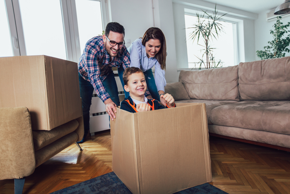 moving with kids and keeping them entertained