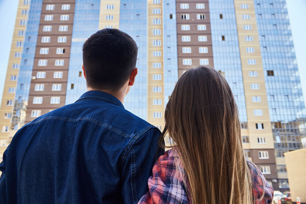couple moving into apartment building