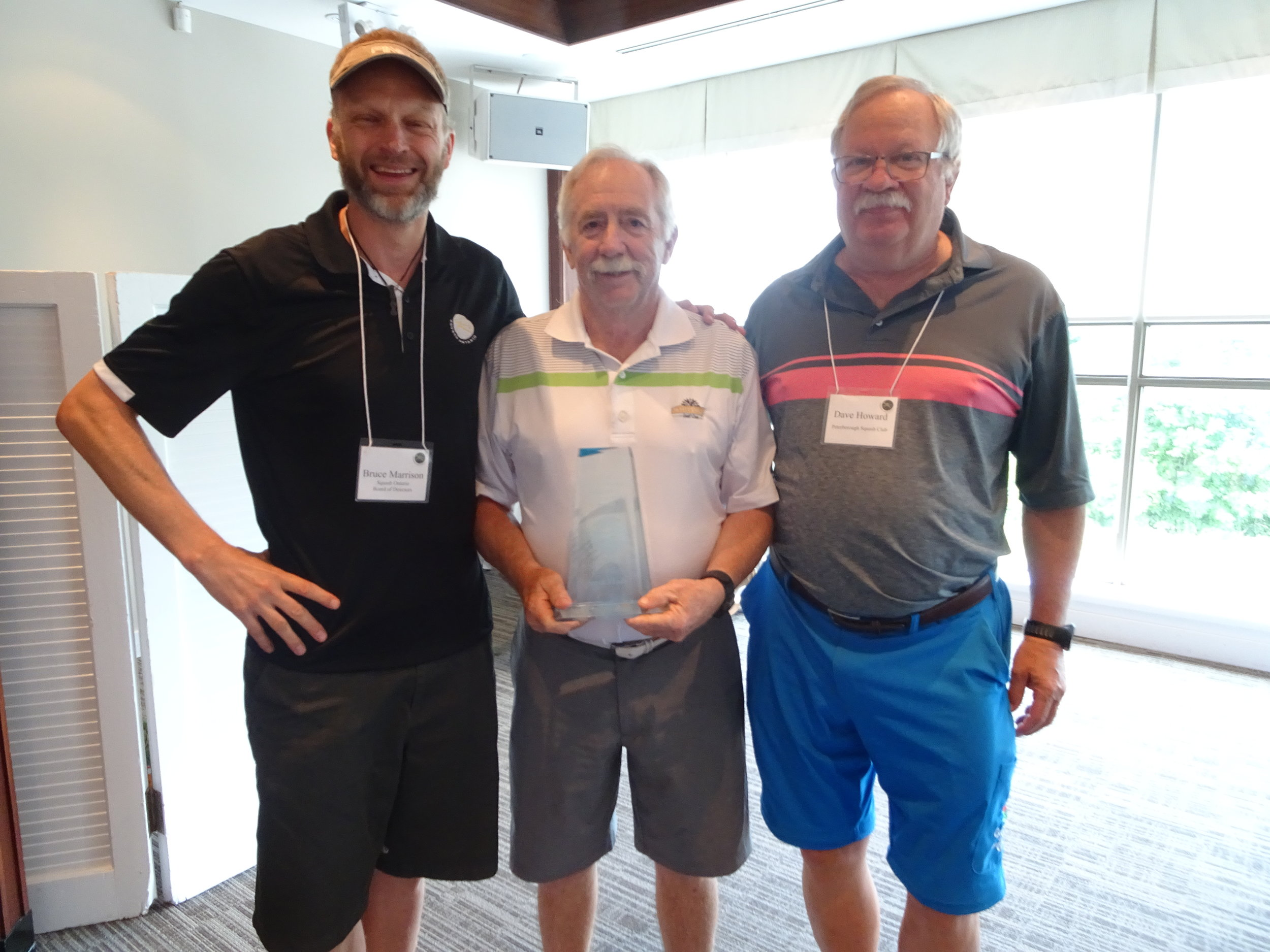 Steve Flude (centre) accepting his award with Squash Ontario President Bruce Marrison (left) and Canadian Officiating Committee Chair Dave Howard (right)