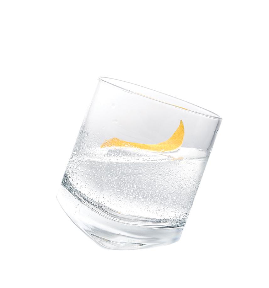 CRYSTAL KLEOS - 2 parts KLEOS Mastiha Spirit1 large ice cubeLemon peel, expressedServe KLEOS Mastiha Spirit over one large ice cube in a rocks glass.Garnish with an expressed lemon peel.