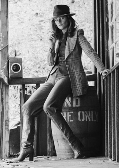 detail-classic-style-type-charlotterampling-houndstooth-blazer-hat-boots.jpg