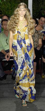 detail-boho-style-type-printed-maxi-dress-runway-hair-long-wavy.jpg