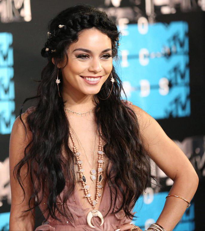 jewelry-boho-style-type-vanessahudgens-braid-long-wavy-hair-necklaces-embellished.jpg