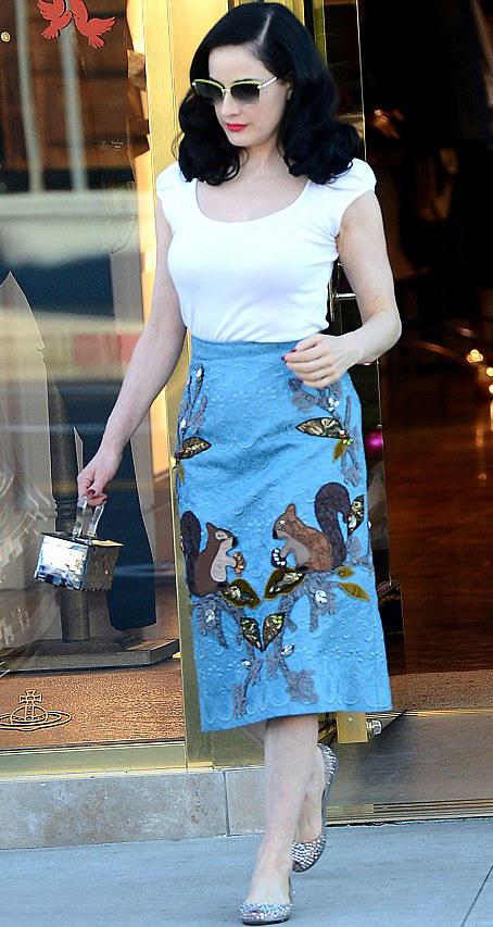 comfort-retro-style-type-fashion-ditavonteese-white-tee-blue-skirt-print-flats-sunglasses-streetstyle.jpg