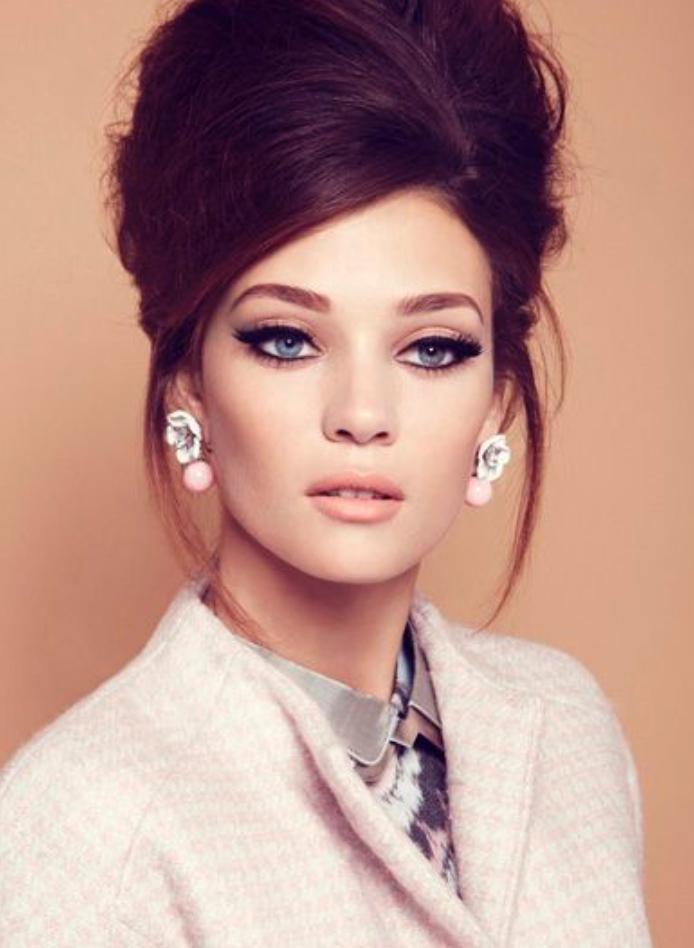 makeup-retro-style-type-fashion-stud-earrings-eyeliner-winged-nudelipstick-pink-jacket-ladylike.jpg