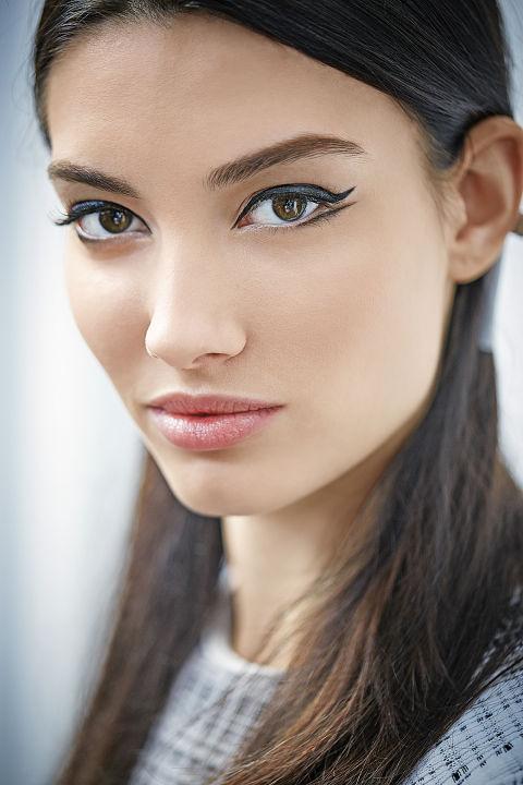 makeup-trendsetter-style-type-fashion-winged-eyeliner-double.jpg