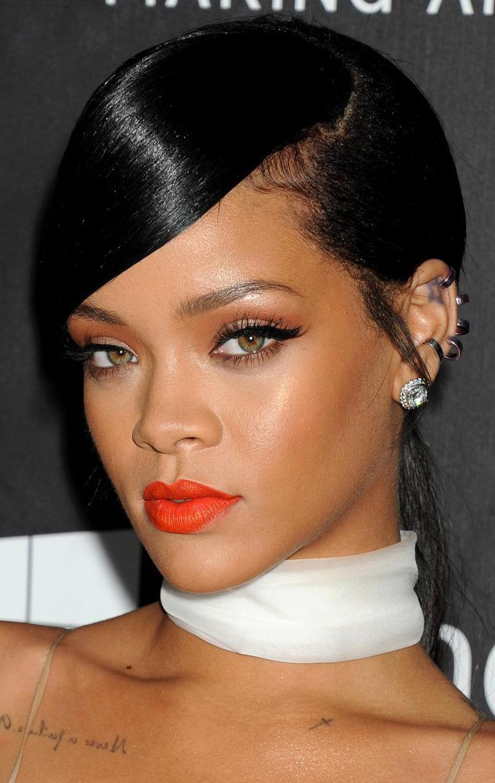 hair-trendsetter-style-type-fashion-rihanna-orangelips-choker-white-wide-black-eyeliner-winged-diamondstud.jpeg