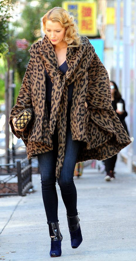 detail-blakelively-bombshell-sexy-style-type-skinny-jeans-leopard-coat-swing-booties-blonde-street.jpg