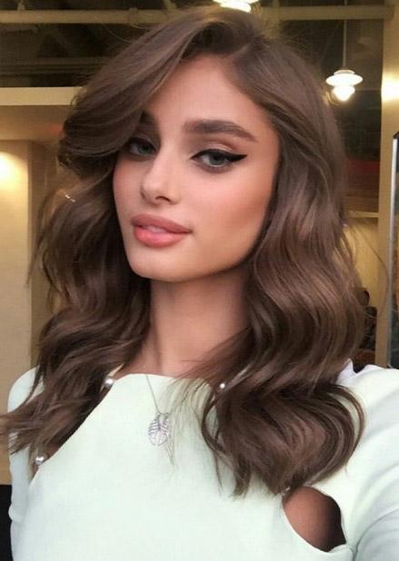 makeup-black-wing-eyeliner-bombshell-sexy-style-type-wavy-hair-long.jpg