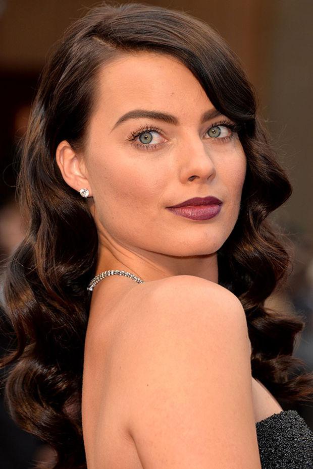 hair-bombshell-sexy-style-type-margotrobbie-academy-awards-2014-brunette-long-wavy-strapless-dark.jpg