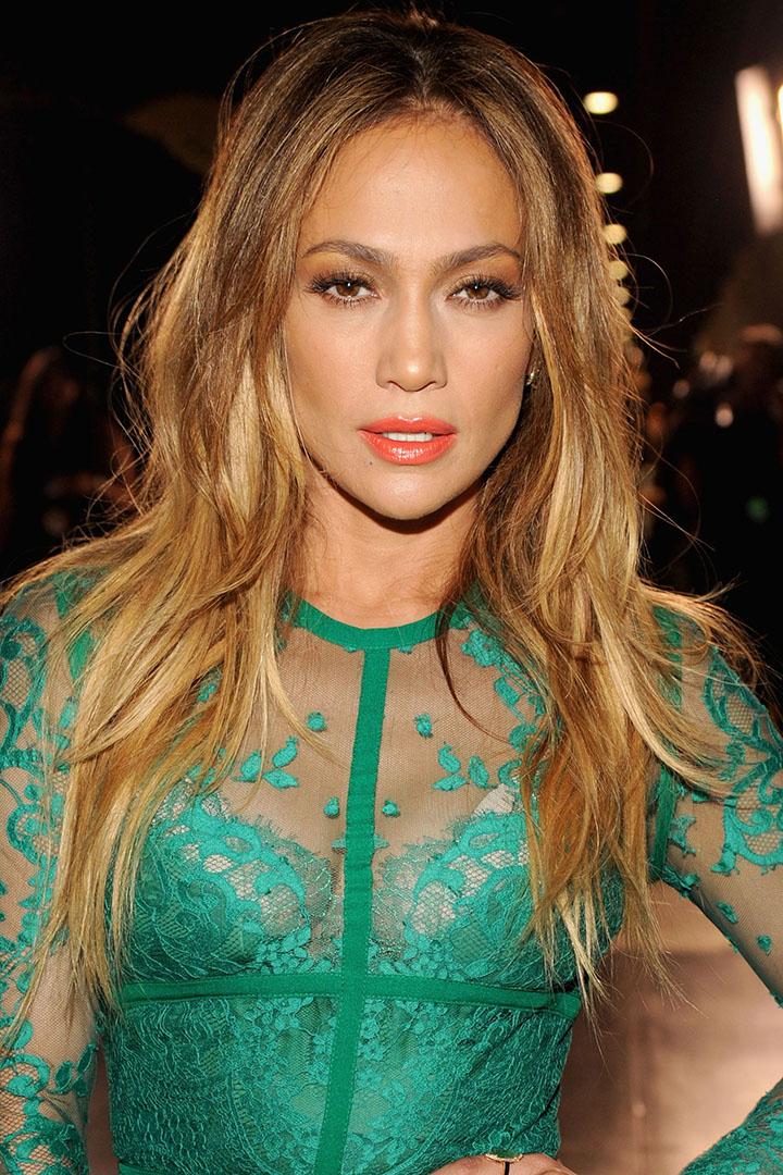 hair-orangelip-bombshell-sexy-style-type-green-lace-dress-long-loose-jenniferlopez.jpg