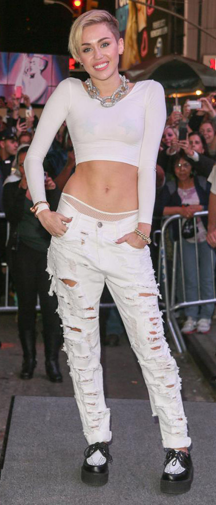 celebrity-rebel-grunge-style-type-mileycyrus-white-crop-top-chain-necklace-blonde-short-hair-ripped-abs-boyfriend-jeans-brogues.jpg