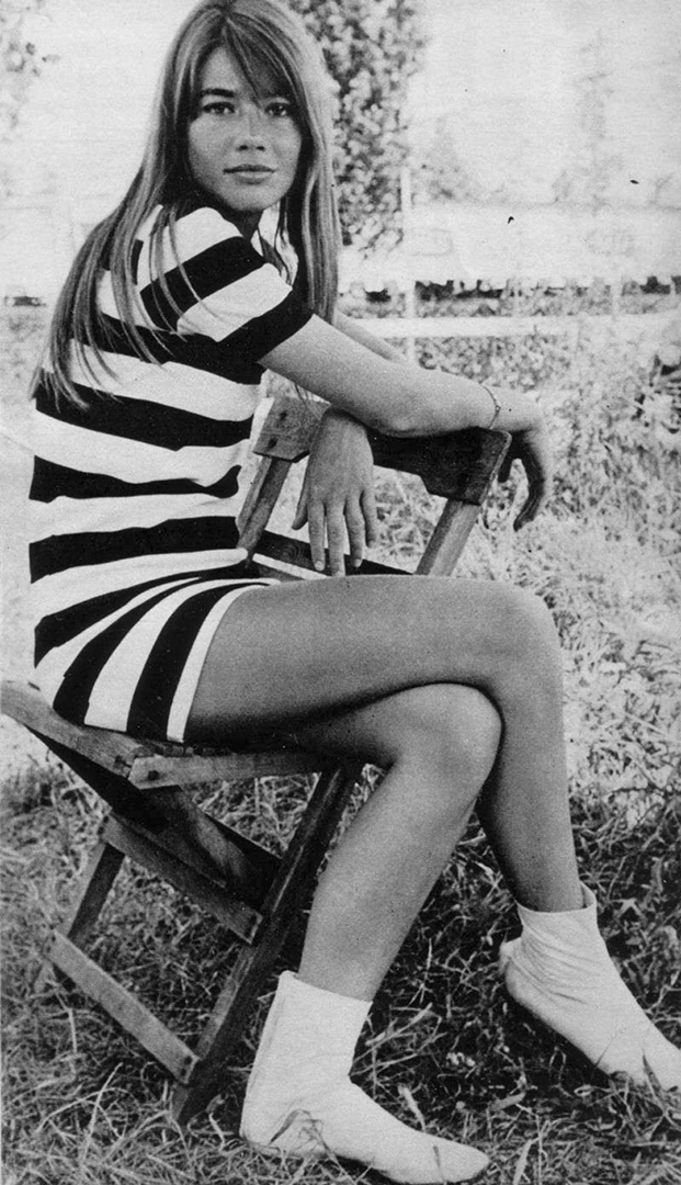 detail-classic-style-type-francoisehardy-french-chic-stripe-dress-white-boots.jpg