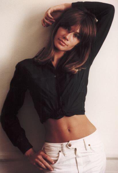 detail-classic-style-type-francoisehardy-black-shirt-white-jeans.jpg
