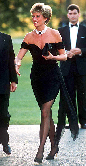 elegant-classic-style-type-littleblackdress-lbd-tights-offshoulder-pumps-pearl-necklace-1994-princess-diana.jpg