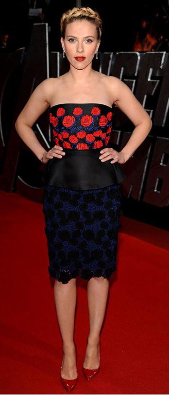 elegant-scarlettjohansson-redcarpet-strapless-red-blue-floral-flower-braid-crown-hair-blonde-pumps.jpg