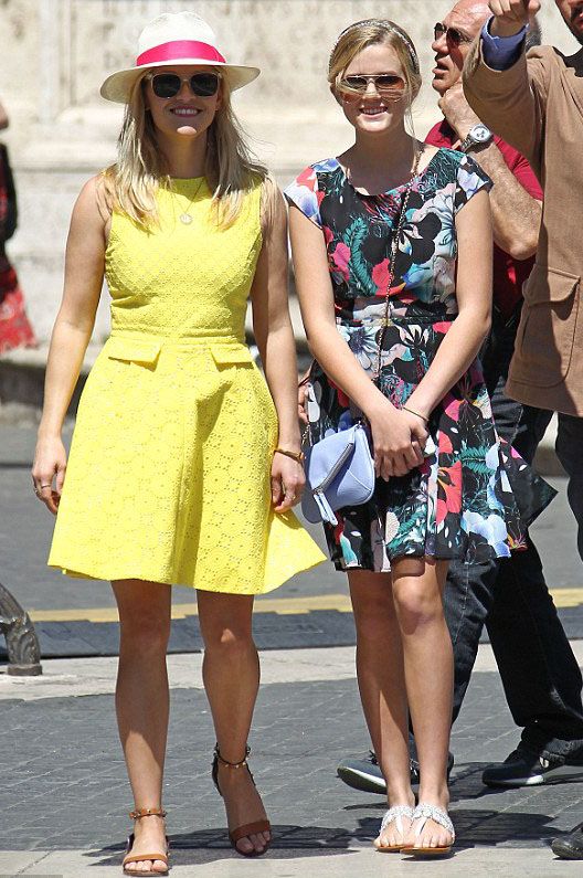 yellow-dress-mini-cognac-shoe-sanals-hat-panama-reesewitherspoon-howtowear-style-spring-summer-blonde-rome-sightseeing-lunch.jpg