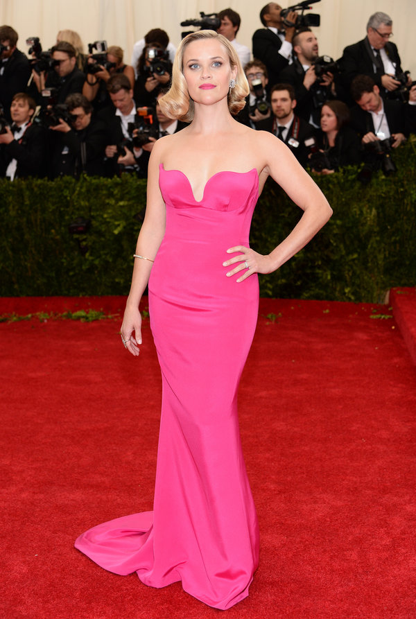 pink-magenta-dress-gown-strapless-reesewitherspoon-howtowear-style-spring-summer-blonde-elegant.jpeg