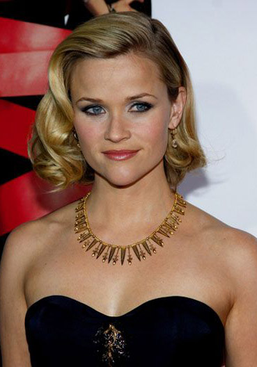 hair-reesewitherspoon-haircut-retro-waves-necklace.jpg