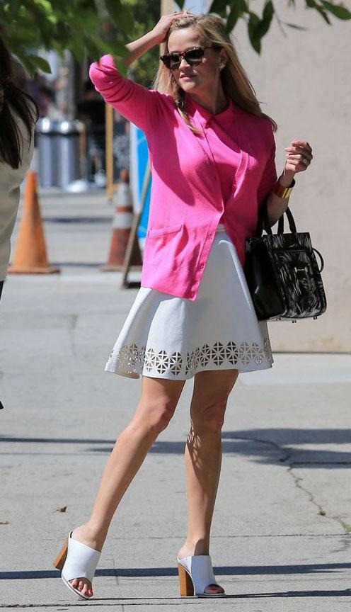 white-mini-skirt-eyelet-pink-magenta-top-pink-magenta-cardigan-white-shoe-sandalh-mules-black-bag-sun-reesewitherspoon-howtowear-style-spring-summer-blonde-lunch.jpg