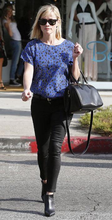 black-skinny-jeans-blue-med-top-blouse-print-belt-sun-black-bag-black-shoe-booties-reesewitherspoon-howtowear-style-fall-winter-blonde-lunch.jpg