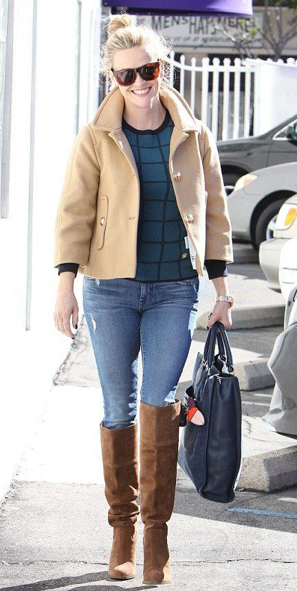 blue-light-skinny-jeans-blue-med-sweater-tan-jacket-coat-cognac-shoe-boots-sun-reesewitherspoon-howtowear-style-fall-winter-blonde-lunch.jpg