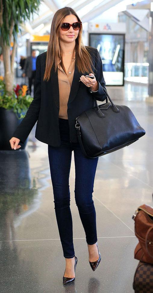 blue-navy-skinny-jeans-tan-top-blouse-black-jacket-blazer-black-bag-sun-black-shoe-pumps-mirandakerr-fall-winter-work-hairr.jpg