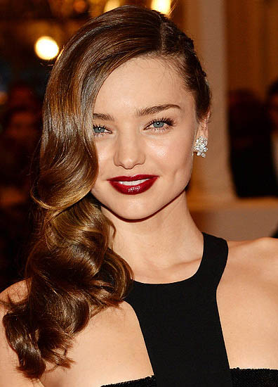 hair-mirandakerr-hairr-dark-red-lips-sidepart-wavy.jpg