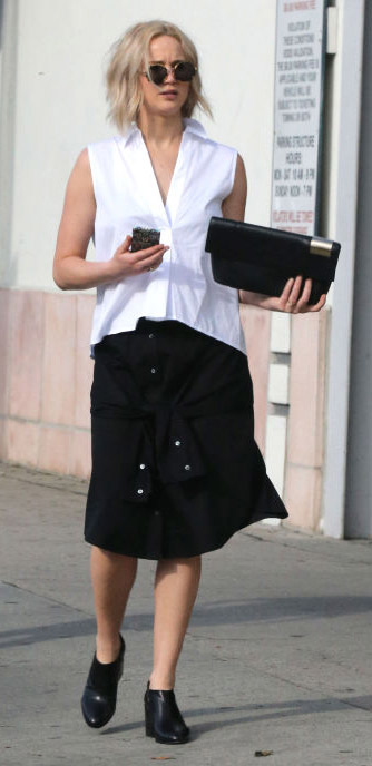 black-aline-skirt-white-top-sun-black-shoe-booties-jenniferlawrence-style-spring-summer-blonde-work.jpeg