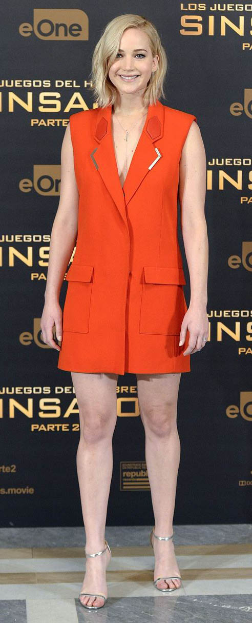 orange-dress-blazer-tan-shoe-sandalh-jenniferlawrence-style-spring-summer-blonde-dinner.jpg