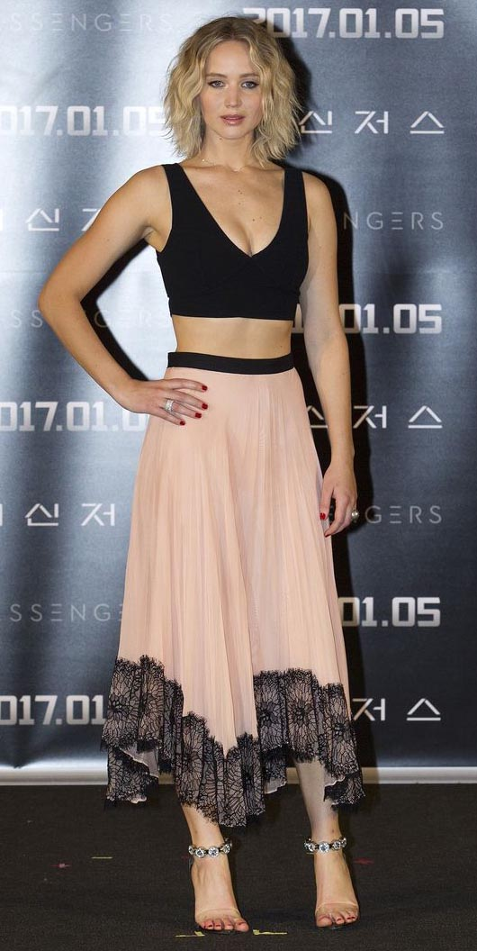 pink-light-midi-skirt-black-top-crop-bralette-nail-jenniferlawrence-style-spring-summer-blonde-dinner.jpg