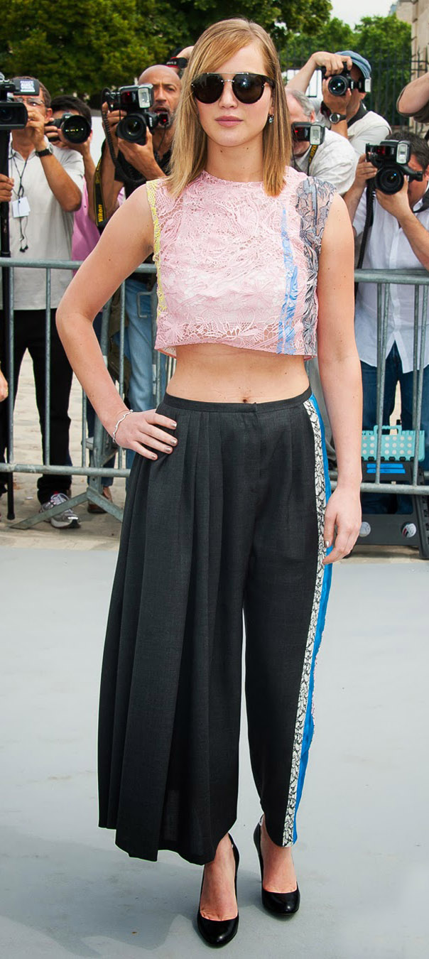 black-culottes-pants-pink-light-top-crop-lace-black-shoe-pumps-sun-jenniferlawrence-style-spring-summer-hairr-dinner.jpg