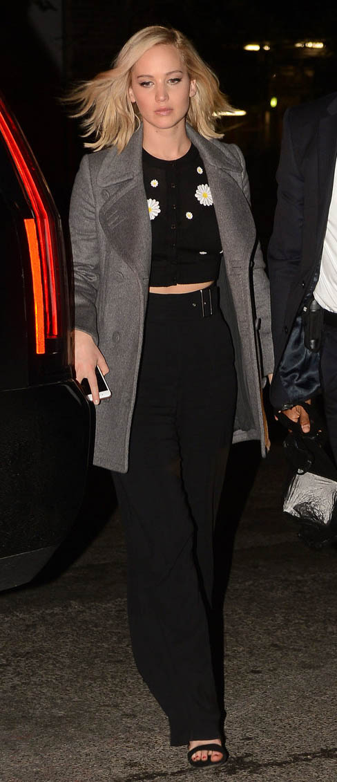 black-wideleg-pants-black-cardigan-crop-grayl-jacket-coat-print-flower-jenniferlawrence-style-fall-winter-blonde-dinner.jpg