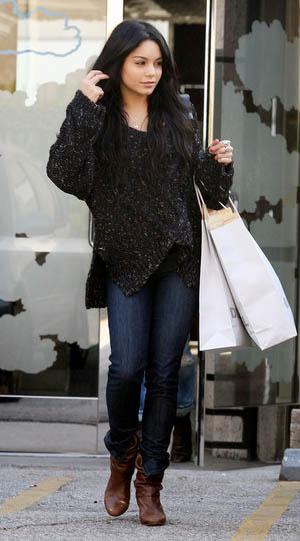 blue-navy-skinny-jeans-black-sweater-slouchy-brown-shoe-booties-vanessahudgens-fall-winter-brun-weekend.jpg