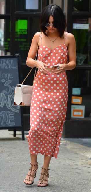 peach-maxi-skirt-peach-top-crop-match-set-print-polka-dot-white-bag-tan-shoe-sandalh-necklace-vanessahudgens-spring-summer-brun-lunch.jpg